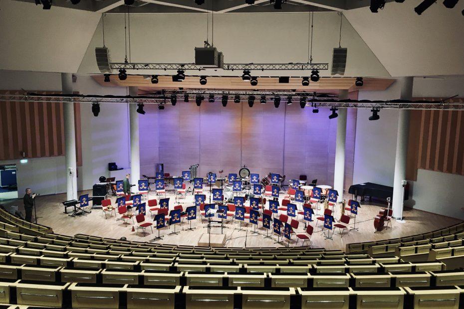 Lappeenranta-sali Rakuunasoittokunann harjoitusten aikaan